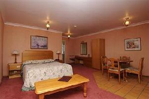 Hotel Mcnevin's Warwick Motel