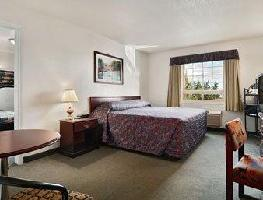 Hotel Ramada Inn And Suites Red Deer