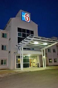 Hotel Motel 6 Estevan Sk