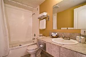 Hotel Kelowna Inn & Suites
