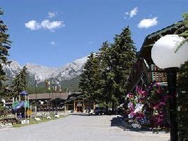 Hotel Rundle Mountain Lodge