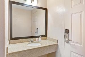 Hotel Howard Johnson Express Inn - Galveston Texas
