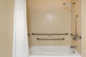 Hotel Ramada Locust Grove