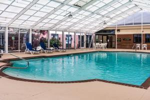 Hotel Quality Suites Lake Wright Norfolk Airport