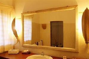 Hotel White Elephant Sea & Art Lodge