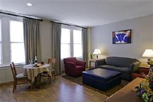 Hotel Commonwealth Park Suites
