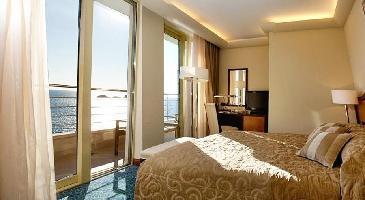 Hotel More