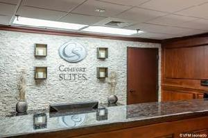 Hotel Comfort Suites Outlet Center