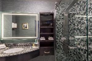 Applause Hotel Calgary Airport - Queen Room (2 Queen Beds)