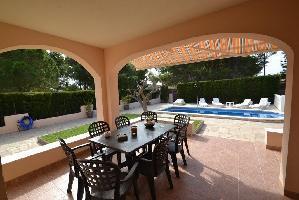 633339) Villa En El Centro De Les Tres Cales Con Aparcamiento, Terraza, Jardín, Lavadora