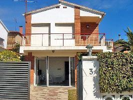 88857) Casa A 319 M Del Centro De Pineda De Mar Con Terraza, Jardín, Lavadora