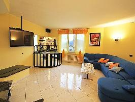 116027) Casa En Lenno Con Aparcamiento, Terraza, Jardín, Lavadora