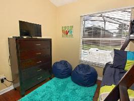 632704) Casa En Kissimmee Con Aire Acondicionado, Aparcamiento, Terraza, Jardín