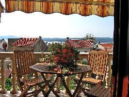 112979) Apartamento En El Centro De Crikvenica Con Aire Acondicionado, Aparcamiento, Terraza, Jardín