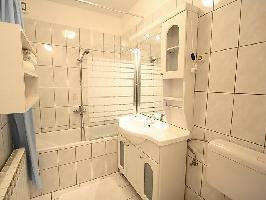 121389) Apartamento En El Centro De Crikvenica Con Aire Acondicionado, Aparcamiento, Terraza, Jardín