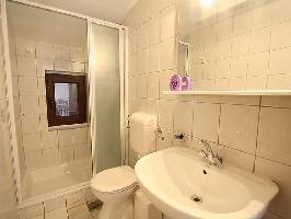 121391) Apartamento En El Centro De Crikvenica Con Aire Acondicionado, Aparcamiento, Terraza, Jardín