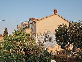122745) Apartamento En El Centro De Supetar Con Aire Acondicionado, Aparcamiento, Terraza, Balcón