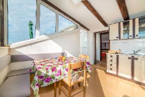 331302) Apartamento En El Centro De Rovinj Con Aire Acondicionado, Aparcamiento, Balcón, Lavadora