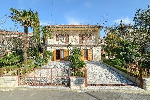456117) Apartamento En El Centro De Selce Con Aire Acondicionado, Aparcamiento, Terraza