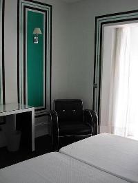 Hotel Room Mate Lola