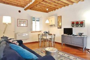 640596) Apartamento A 446 M Del Centro De Lucca Con Aire Acondicionado, Lavadora
