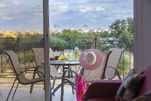 466012) Apartamento A 1.4 Km Del Centro De Paralimni Con Aire Acondicionado, Aparcamiento