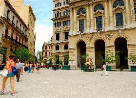 523324) Apartamento En El Centro De La Habana Con Aire Acondicionado, Terraza, Balcón