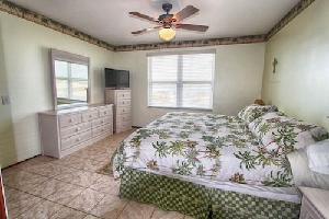 515282) Casa En El Centro De Indian Rocks Beach Con Aire Acondicionado, Aparcamiento