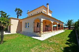 515868) Casa En Sant Pere Pescador Con Terraza, Jardín, Lavadora