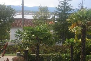 551214) Apartamento En El Centro De Malinska Con Aire Acondicionado, Aparcamiento, Jardín, Balcón