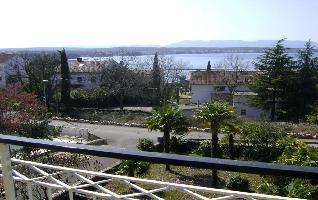 552333) Apartamento En El Centro De Malinska Con Aire Acondicionado, Aparcamiento, Jardín, Balcón