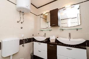 309414) Apartamento En El Centro De Slano Con Aire Acondicionado, Terraza
