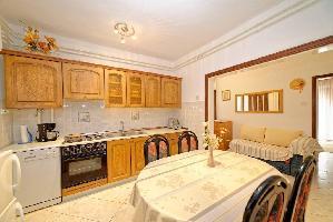 460450) Apartamento En El Centro De Rab Con Aire Acondicionado, Aparcamiento, Terraza, Balcón