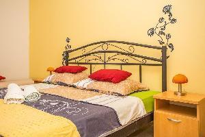 463624) Apartamento En Rab Con Aparcamiento, Terraza, Balcón