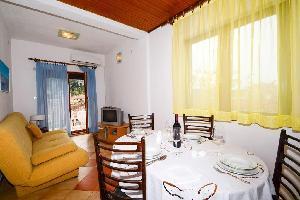 352544) Apartamento En El Centro De Tisno Con Aire Acondicionado, Balcón