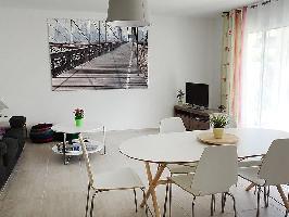 333894) Casa En El Centro De Orange Con Aire Acondicionado, Aparcamiento, Terraza, Jardín