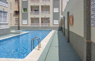 508672) Apartamento En El Centro De Torrevieja Con Internet, Piscina, Aire Acondicionado, Jardín
