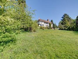 338382) Casa En Chilham Con Aparcamiento, Terraza, Jardín