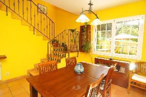 647412) Casa En Palafolls Con Terraza, Jardín, Lavadora