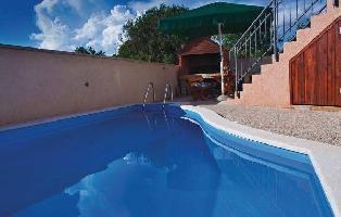 163513) Casa En Pula Con Internet, Piscina, Aire Acondicionado, Jardín