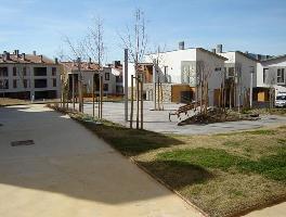 532877) Apartamento En Sabiñánigo Con Ascensor, Aparcamiento, Terraza, Jardín