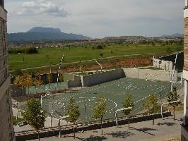 532907) Apartamento En Sabiñánigo Con Ascensor, Aparcamiento, Terraza, Jardín