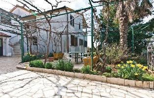 210877) Apartamento En Pula Con Internet, Aire Acondicionado, Jardín, Lavadora