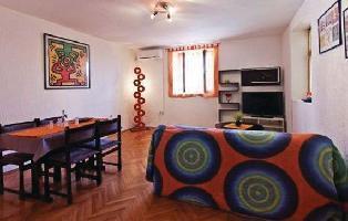 211739) Apartamento En Pula Con Internet, Aire Acondicionado, Jardín, Lavadora