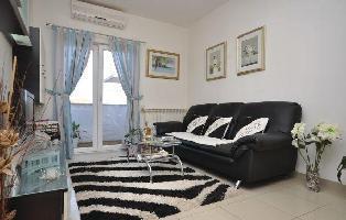 160953) Apartamento En El Centro De Supetar Con Internet, Aire Acondicionado, Jardín