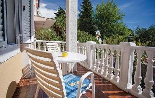 168699) Apartamento En El Centro De Omi?alj Con Aire Acondicionado, Jardín