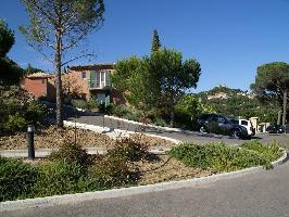 346782) Apartamento En El Centro De Grimaud Con Piscina, Aire Acondicionado, Terraza, Jardín