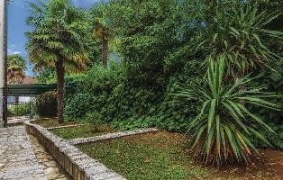172491) Casa En El Centro De Njivice Con Internet, Aire Acondicionado, Aparcamiento, Jardín