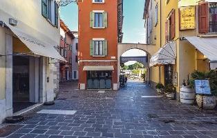 615006) Apartamento En El Centro De Desenzano Del Garda Con Internet, Lavadora