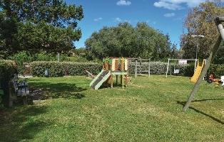 652833) Apartamento En El Centro De Porto Rotondo Con Internet, Piscina, Aire Acondicionado, Jardín
